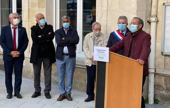 Rassemblement en hommage à Samuel PATY Sur le parvis de la mairie de Cenon
